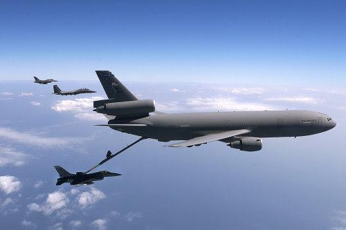 KC 130空中加油机